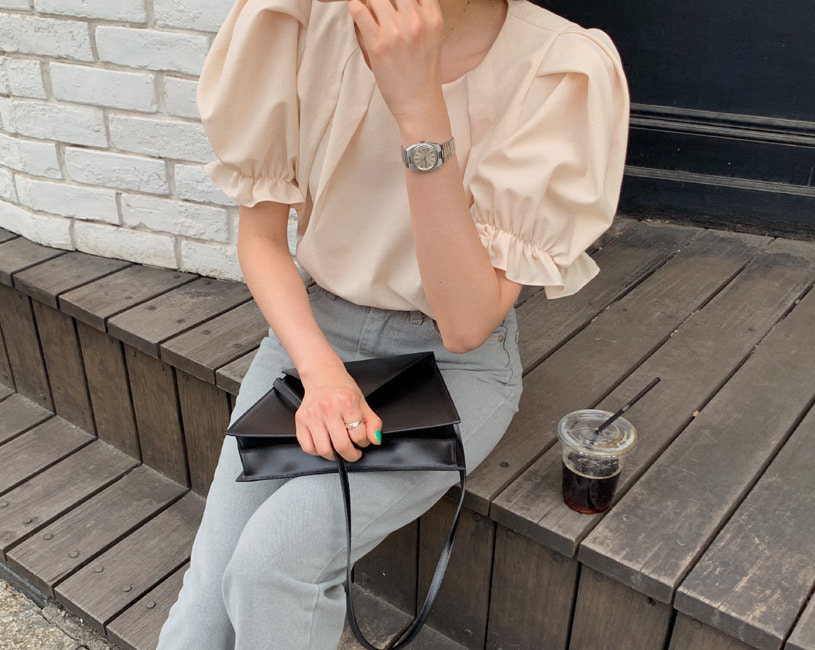 [단독] Mos blouse (cream peach)