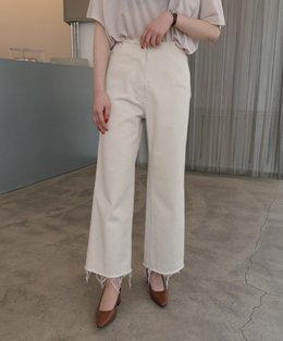 NATURAL CUTTING CREAMY WIDE PANTS