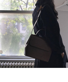 TRENCH LEATHER BAG (2COLOR)