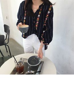 early spring flower blouse (navy)